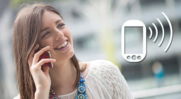 Resultado de imagen para hablando por celular
